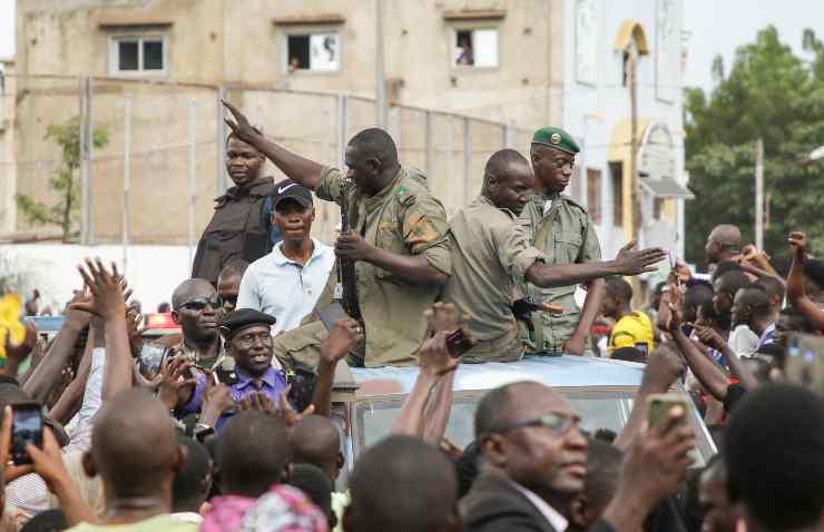 Attacco con coltello al presidente ad interim Assimi Goïta