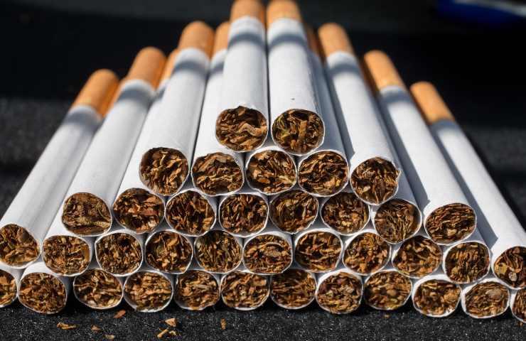 """""""Divieto sigarette entro il 2030: la svolta del CEO di Philip Morris"""