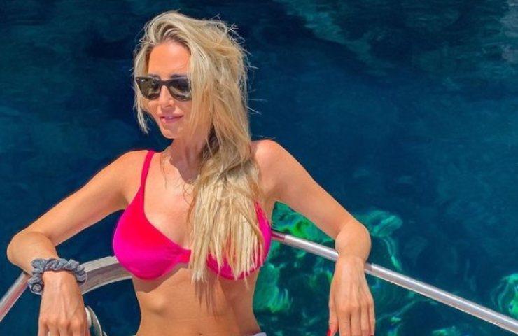 Giorgia Rossi divina bikini lato b da serie a foto