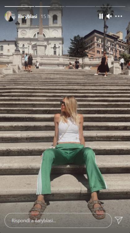 Ilary Blasi fondoschiena micidiale Piazza di Spagna foto