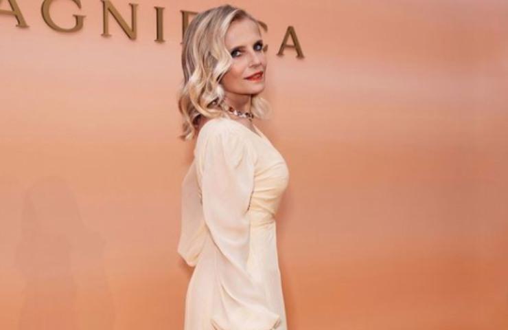 Isabella Ferrari backstage nuovo film bikini foto