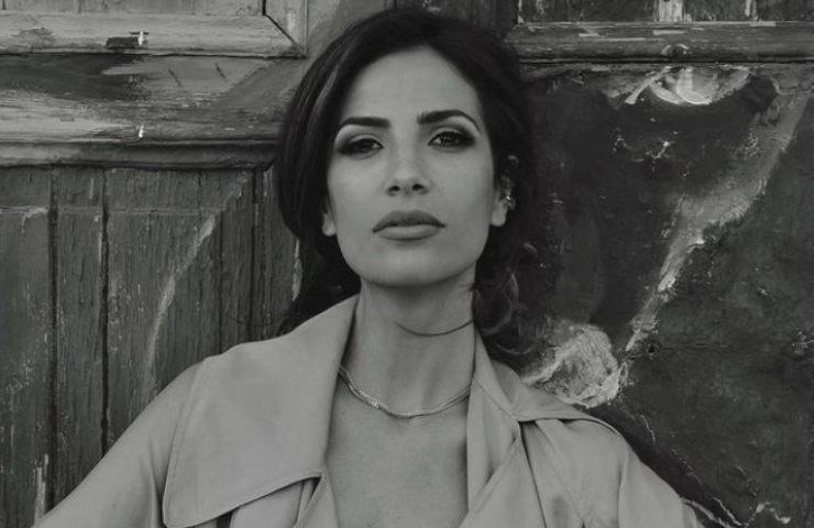 Roberta Morise costume non trattiene curve esplosive foto