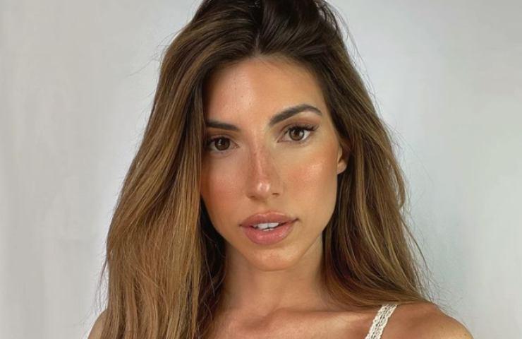 Silvia D'Avenia mostra lato B pazzesco bikini foto