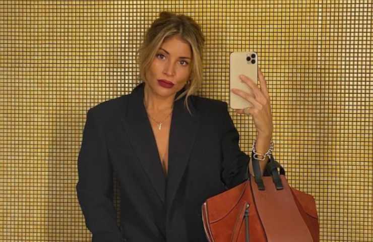Valentina Muntoni selfie specchio boxer uomo divina