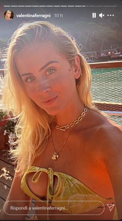 Valentina Ferragni Portofino bikini succinto curve primo piano foto