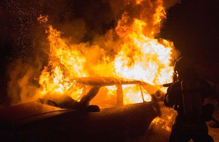Uomo 47 anni muore carbonizzato dentro abitacolo vettura Treviso