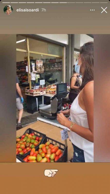 Elisa Isoardi devastante mercato ci va senza reggiseno