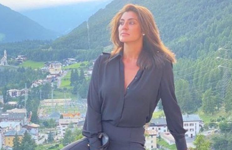 Elisa Isoardi posa mozzafiato mito