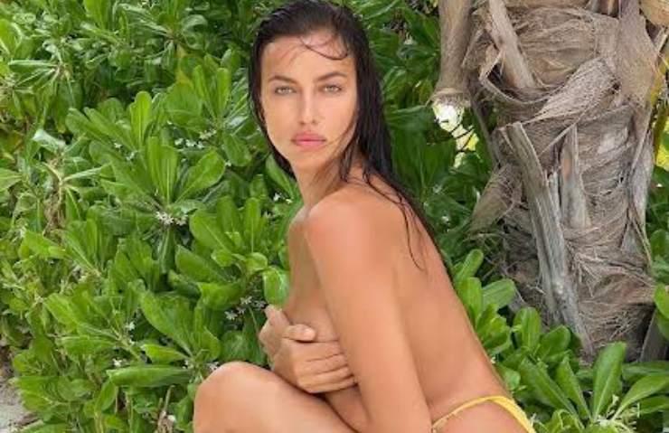 Irina Shayk senza veli stratosferica