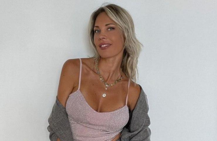 Laura D'Amore mini abito senza reggiseno foto