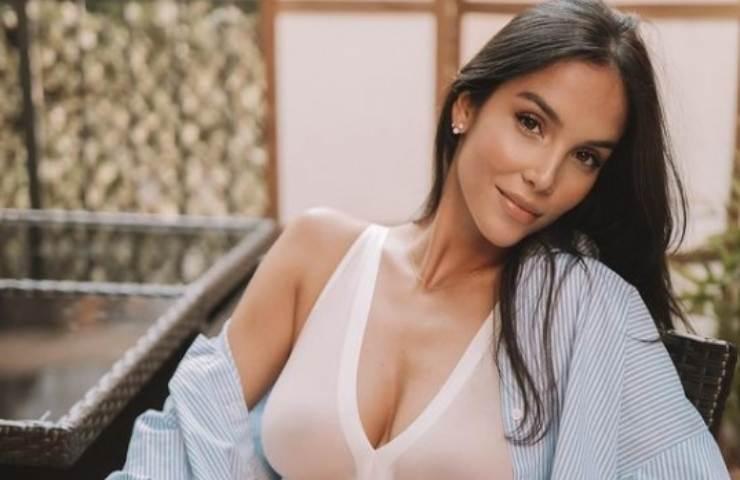 Paola Di Benedetto bikini lascia di sasso foto