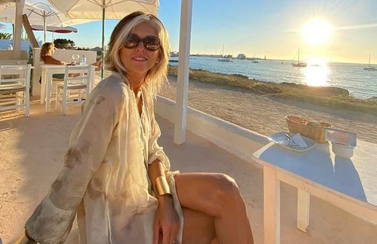 Paola Marella spiaggia Formentera sensuale bikini foto