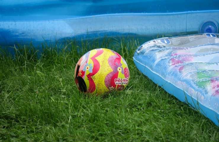 Bambino 10 anni muore Pistoia piscina gonfiabile
