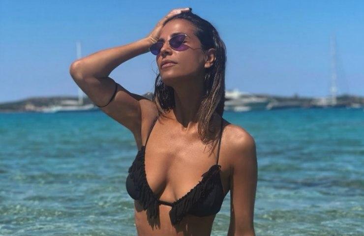 Roberta Morise illegale bikini fluo mostra tutto foto