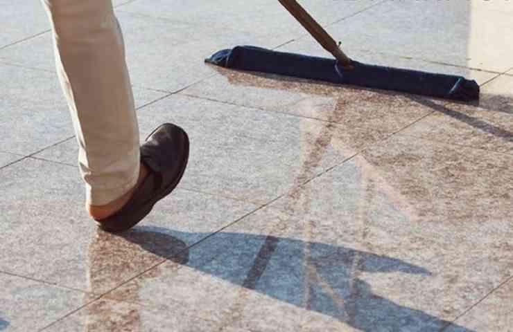 pulire marmo con rimedi naturali