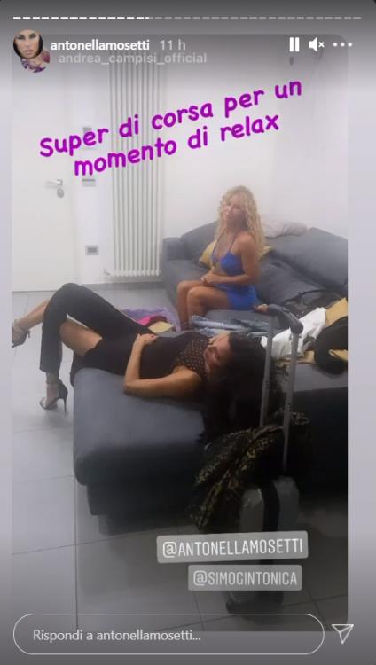 Antonella Mosetti abito doppio spacco pazzesca foto