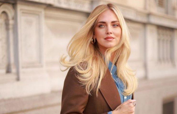 Chiara Ferragni sfilata Versace abito anni Venti seduzione pura foto