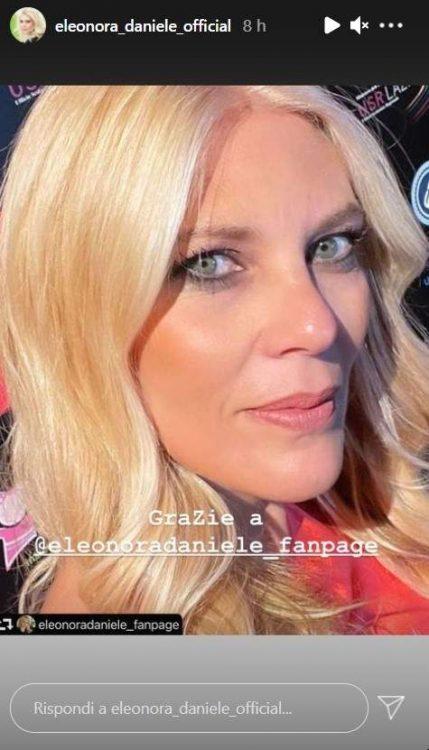 Eleonora Daniele primo piano spettacolare eleganza fascino da vendere foto