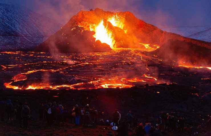 Cumbre Vieja: l'eruzione del vulcano costringe massiccia evacuazione