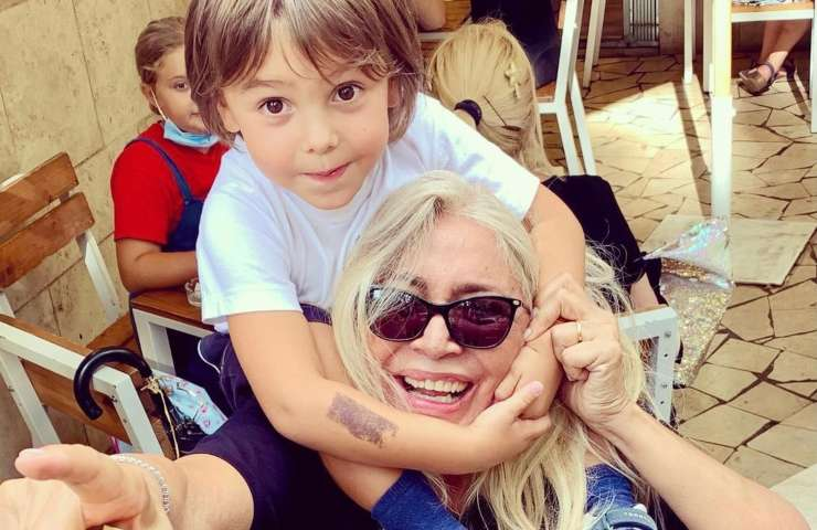 Mara Venier e nipotino