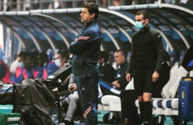 Mauricio Pochettino guarda la partita