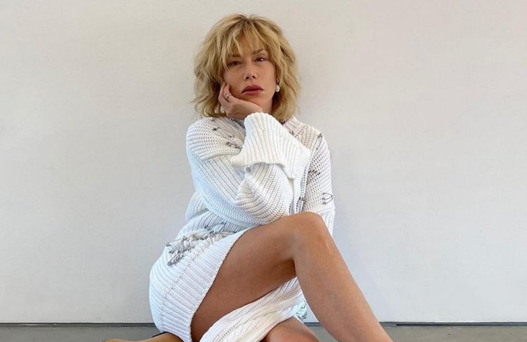 Nancy Brilli look nero sensuale evento Chiara Boni foto