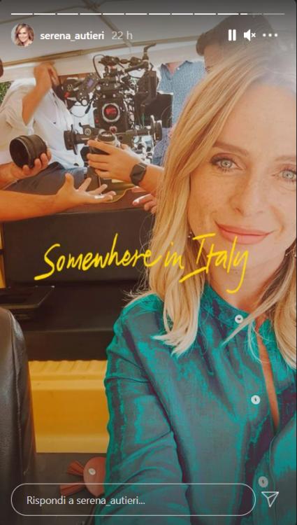 Serena Autieri nuovo set film baciata sole foto