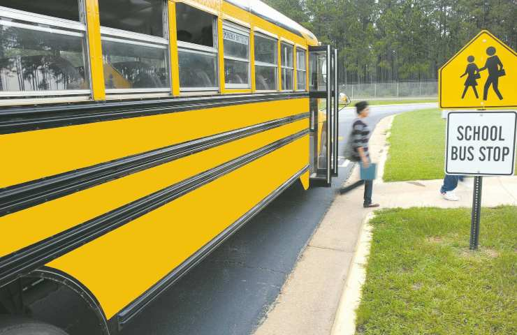 scuolabus esplode: i pompieri sedano le fiamme