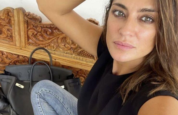 Elisa Isoardi a braccia scoperte