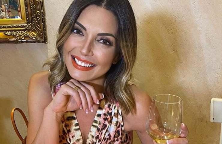 Alessia Mancini abito mozzafiato microcristalli seno primo piano foto