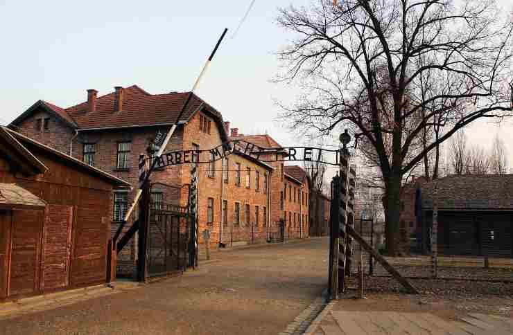Scoperti graffiti antisemiti nel campo di Auschwitz-Birkenau