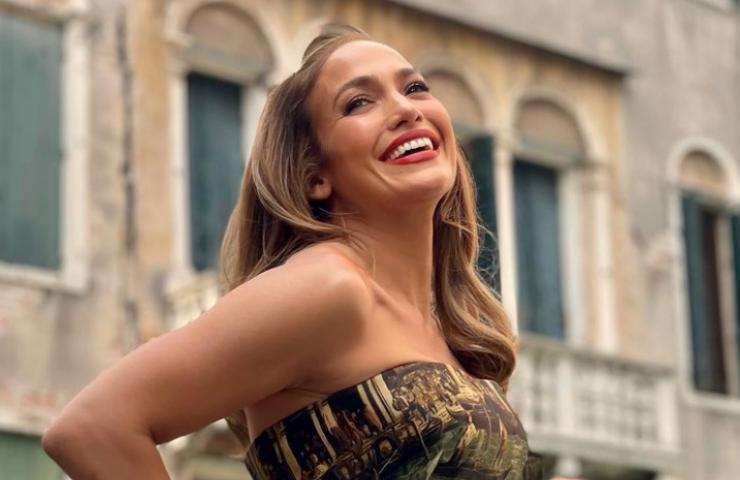 Jennifer Lopez fondoschiena celestiale foto
