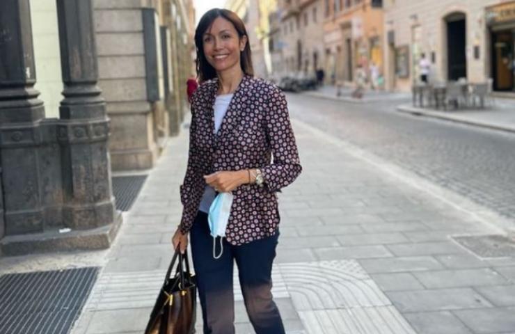 Mara Carfagna tendenza jeans flare foto