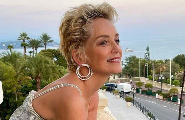 Sharon Stone seno primo piano lingerie maliziosa scopre tutto foto