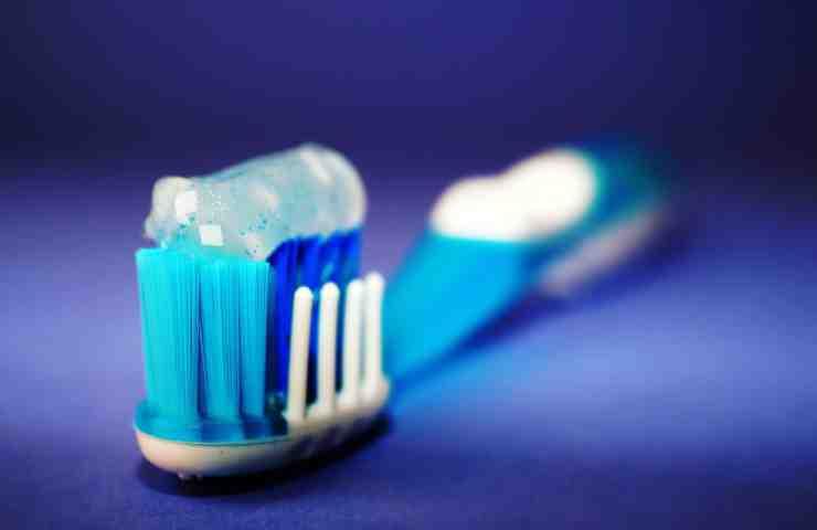 dentifricio per pulire