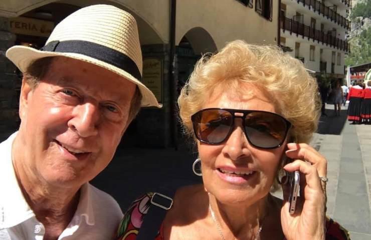 Memo Remigi e la moglie Lucia Russo